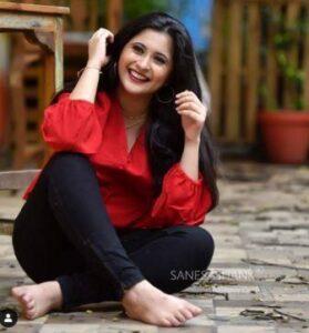 Gayatri Datar Biography Marathi