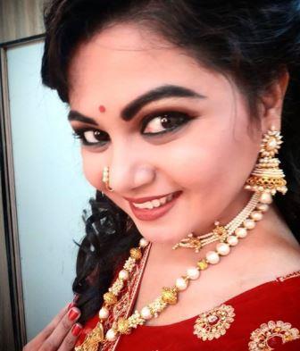 Namrata Sambherao Biography Marathi