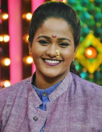 Vanita Kharat Biography Marathi